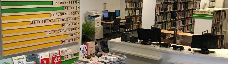 Informatiebord en onthaalbalie van de bibliotheek Schaarbeek